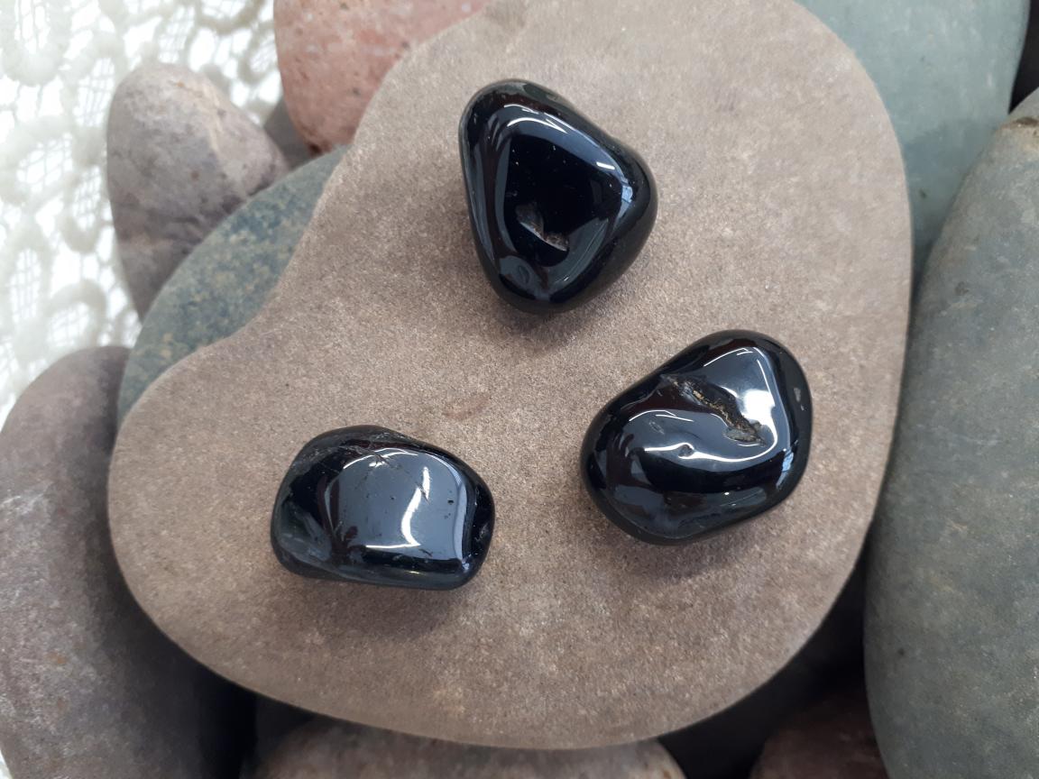 אבן חן טורמלין שחור