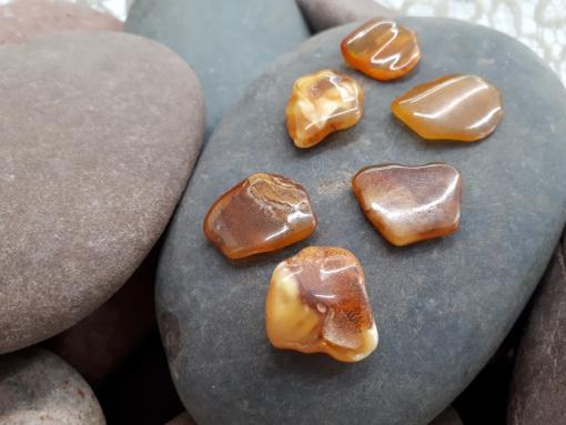 אבן חן אמבר