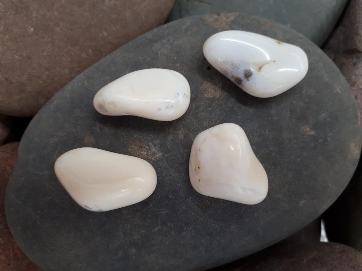 אבן חן אופל